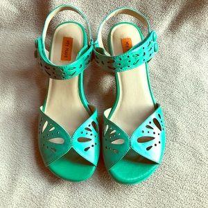 Adorable Retro Green Low Heel Sandals NWB